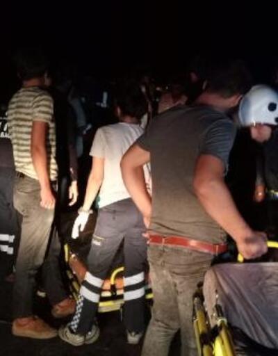 Van'da kaçak göçmen taşıyan minibüs devrildi: 35 yaralı