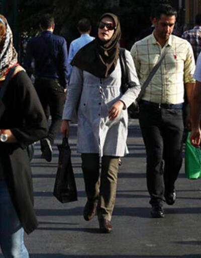 İran'da kadınlar için düğmesiz dış giyim üretimi yasaklandı