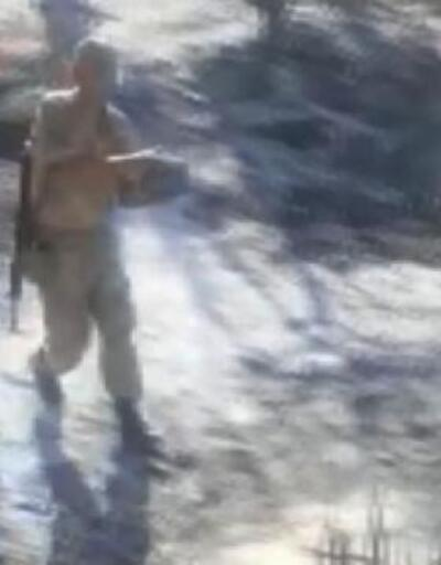 Alevlerin arasındaki kaplumbağayı karakol komutanı kurtardı
