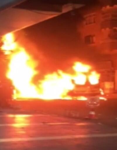 Minibüsü ateşe verdiler