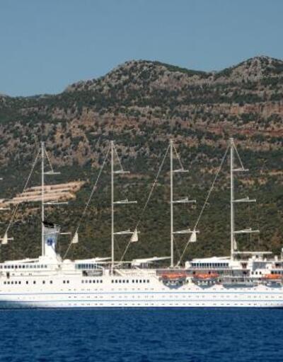 Dev yelkenli yolcu gemisi Demre'de