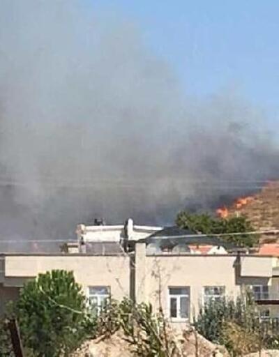 Dikili'de otluk ve makilik alanda yangın