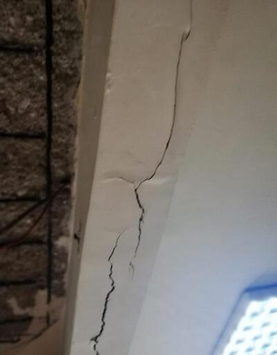 Bağcılar'da bitişik iki bina boşaltıldı