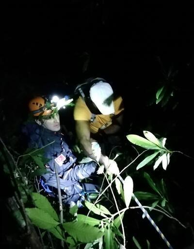 Zonguldak'ta kayalıklarda mahsur kalan 6 kişi, 8 saat sonra kurtarıldı