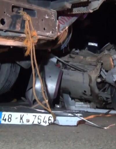 Halatla çekilen otomobile TIR çarptı