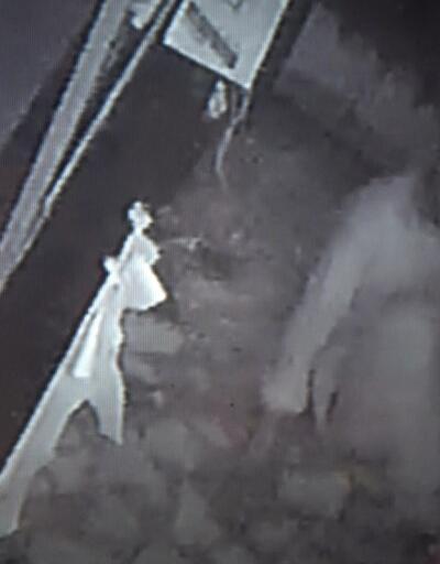Sürünerek hırsızlık yaparken kameraya yakalandı