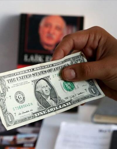 FETÖ'cüler kitap arasına 179 bin dolar saklamış