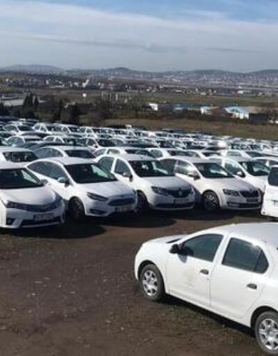 Lüks otomobiller yarı fiyatına satılıyor! Teklifler birer birer yağıyor
