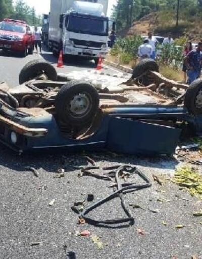 Otomobil hafif ticari araçla çarpıştı: 1 ölü, 4 yaralı