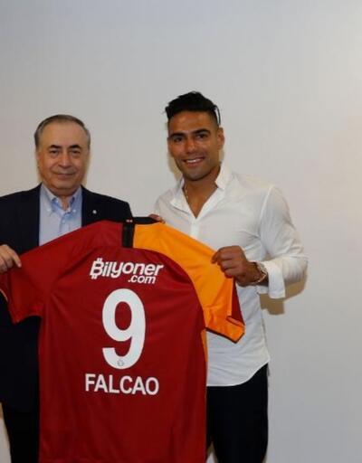 Falcao Galatasaray'la sözleşme imzaladı