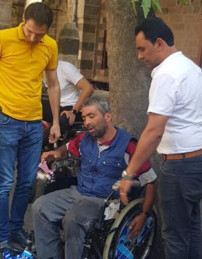 Tekerlekli sandalyedeki dilenci, zabıtayı görünce ayağa kalktı