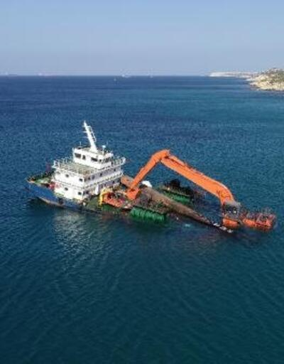 Bozcaada'da yarı batık şekilde karaya oturan gemi için çalışmalar başladı