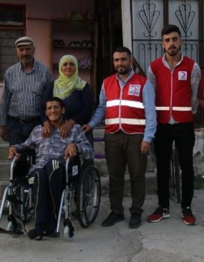 Kızılay'dan engellilere tekerlekli sandalye yardımı