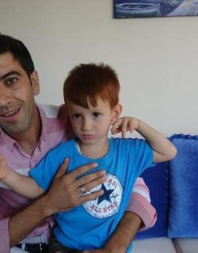 Evini taşıyan nakliyecileri, oğlunun kumbarasını çalmakla suçladı