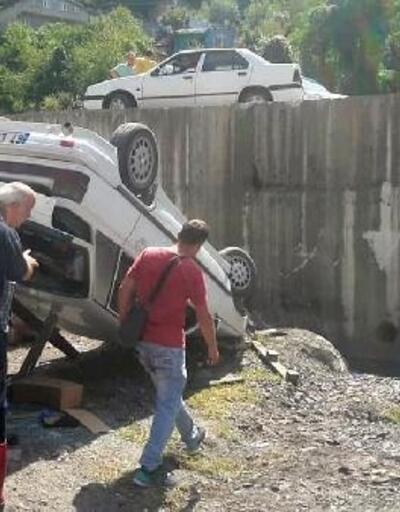 Otomobil dere yatağına uçtu: 2 yaralı