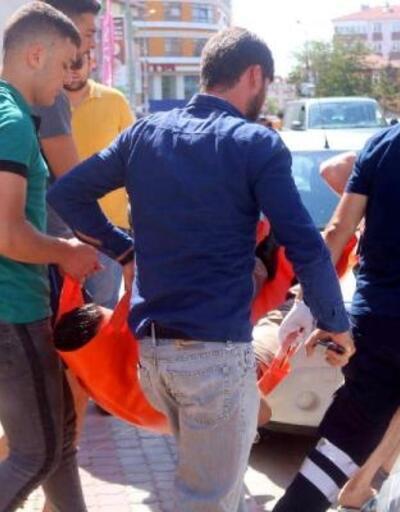 Eşi ve çocuklarının önünde bıçaklandı