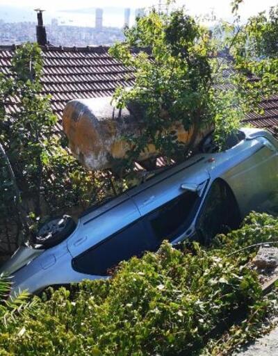 Pendik'te otomobil gecekondunun bahçesine uçtu
