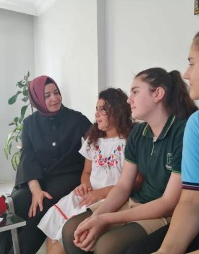 Fatma Betül Sayan Kaya'dan İBB'de işten çıkarılan güvenlikçiye ziyaret