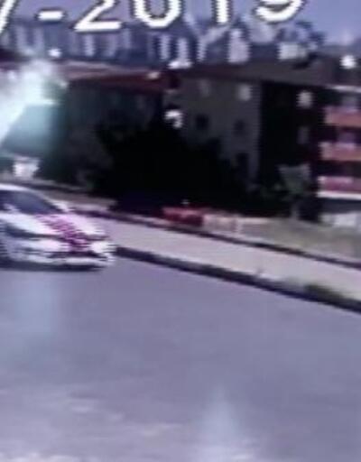 Avcılar'da sürücü adayının eğitim aracıyla kazası kamerada