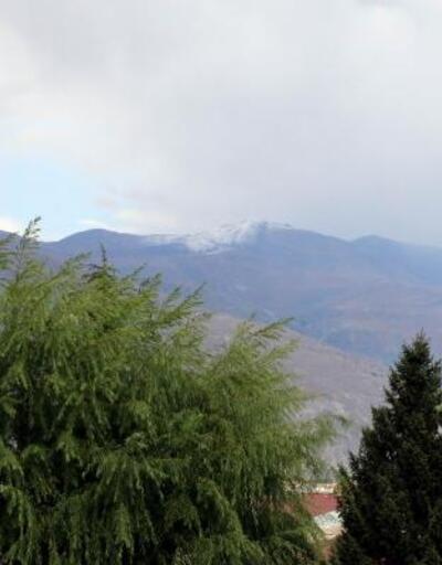 Keşiş Dağı'nın zirvesi beyaza büründü