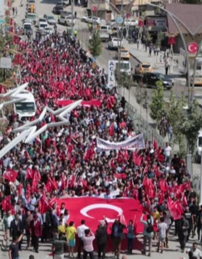 On binler teröre karşı yürüdü