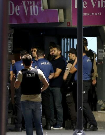 İstanbul'da hareketli dakikalar: Otomatik silahla AVM kurşunladılar!