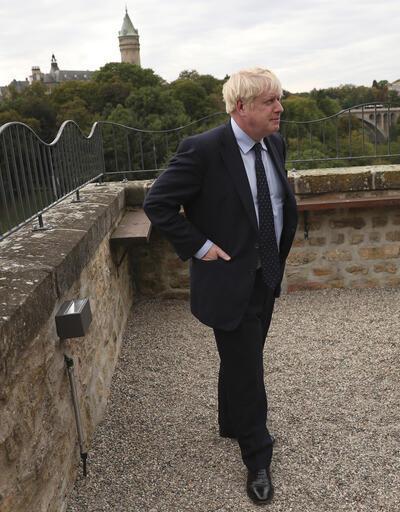 Boş kürsüyü gülerek gösterdi! Boris Johnson küstü