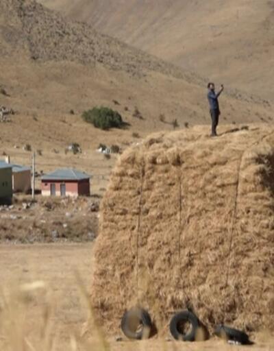 Telefonla konuşmak için tepelere çıkıyorlar