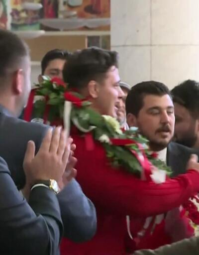 Dünya Şampiyonu Kayaalp Türkiye'ye döndü
