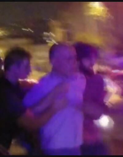 Eşi ve çocuğuna sokakta ateş açtı