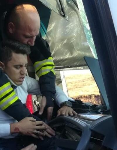 Son dakika... Otobüs ile TIR çarpıştı: 17 yaralı