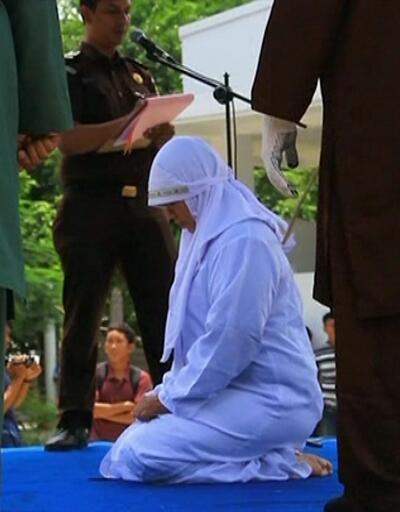 Kırbaç cezasına çarptırılan kadın bayıldı