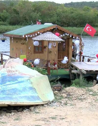 Riva Deresi'nin yüzen evi