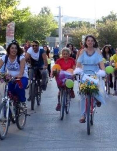 Burdur'da 'Süslü Kadınlar Bisiklet Turu'