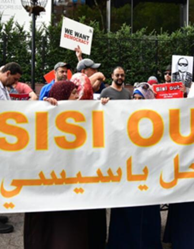 Sisi karşıtları New York sokaklarını birbirine kattı