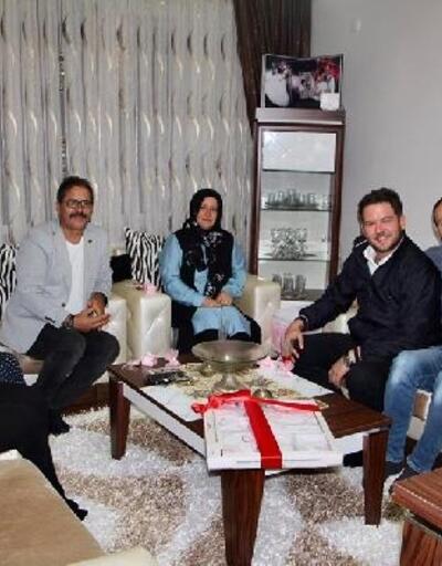 Pınarhisar'da yeni doğan bebeğe mektup, ailesine hediye paketi