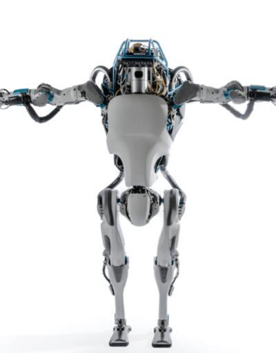 Atlas robot emekleye emekleye büyüdü