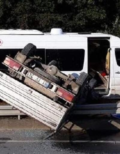 Of'ta öğrenci servisi ile kamyonet çarpıştı: 2 yaralı