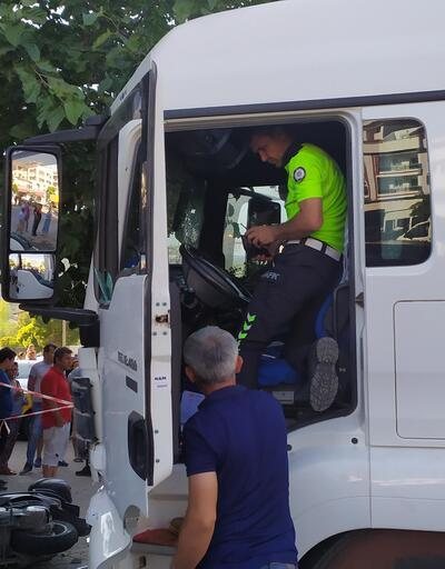 Direksiyon başında kalp krizi geçirdi ve otobüs durağına daldı