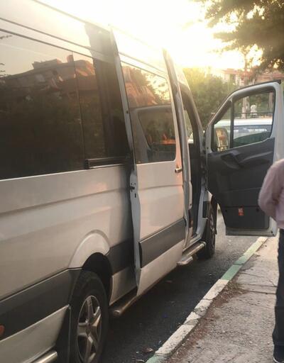 Yoldan geçen vatandaşlar fark etti... Engelli çocuğunu minibüse kilitleyip servisçiyle kahve içmeye gitti