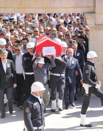 Şehit polis memurunun cenazesi Ankara'da toprağa verildi