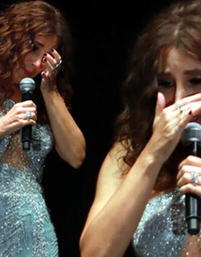 Sahnede gözyaşlarına boğuldu