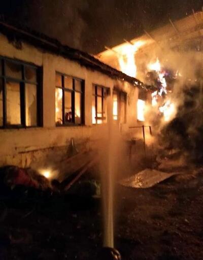 Vize'de çıkan yangında ev kullanılamaz hale geldi