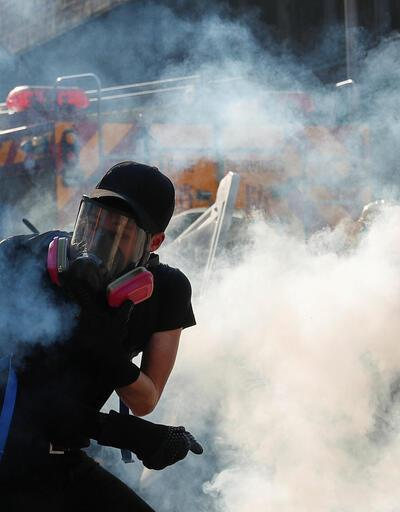 Polisle göstericiler arasında çatışma!