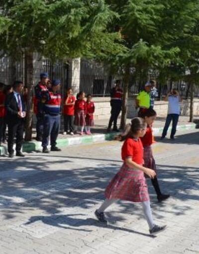 Elmalı'da Yaya Güvenliğinin Nöbetçisiyiz etkinliği