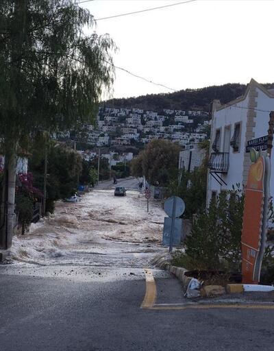 İçme suyu hattındaki boru patladı, evleri su bastı