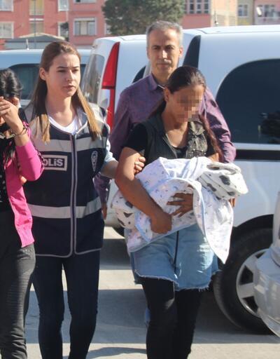 Hırsızlık şüphelisi kucağında bebeğiyle emniyete getirildi