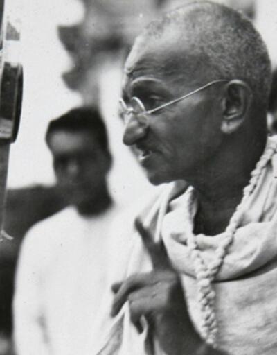 Mahatma Gandi'nin anıtta saklanan külleri çalındı
