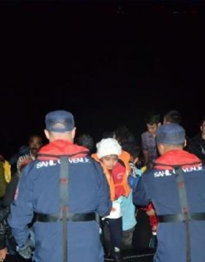 Çeşme açıklarında 111 kaçak göçmen ile 5 organizatör yakalandı
