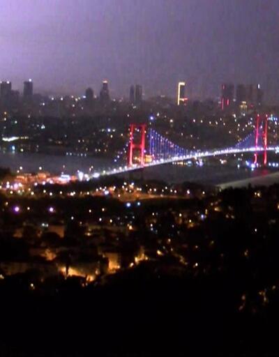 Dün gece İstanbul'a 4000 şimşek ve 100 yıldırım düştü